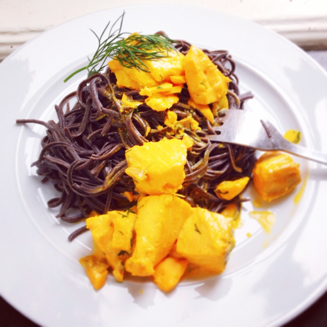 svart spaghetti