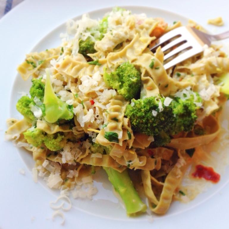 sojafettuccini med broccoli